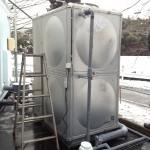 3トンの水タンク
